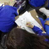 Laboratorio de dibujo para estudiantes dirigido por el artista Germán Robayo