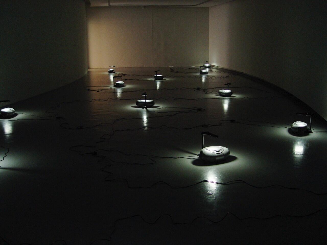 Fernando Uhía, «Masa Crítica». Galería Santa Fe, 2007.